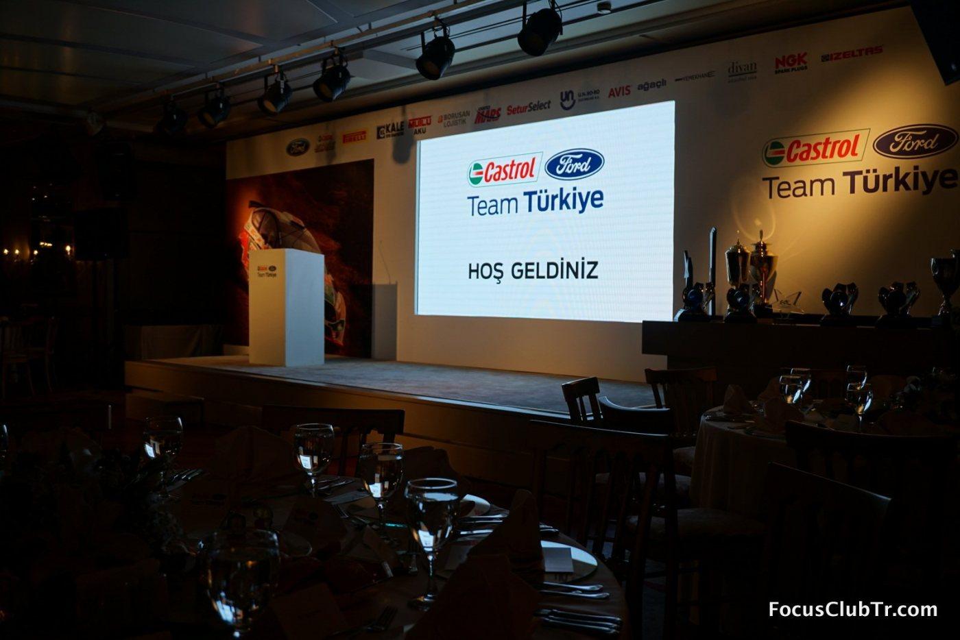 Castrol Ford Team  1.JPG