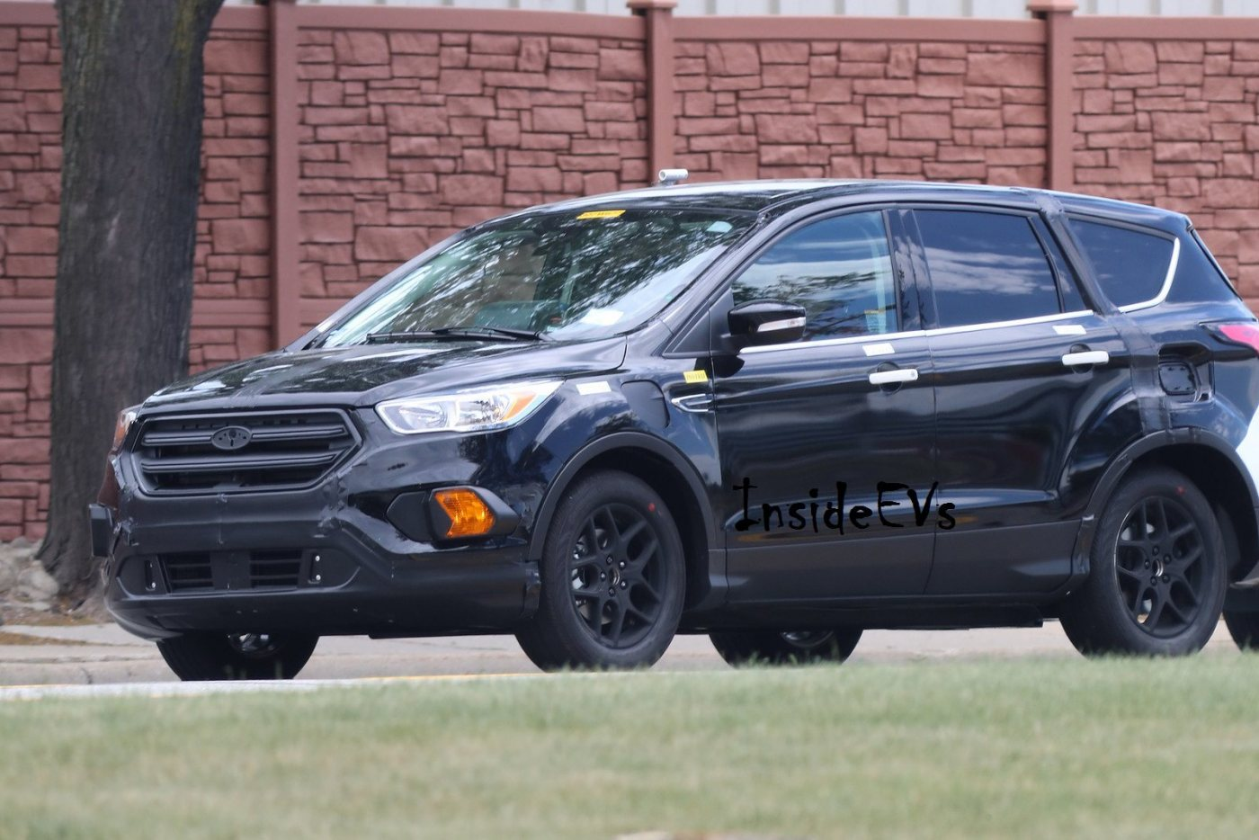 Ford-Escape-Energi-plug-in-hybrid-spyshots-2-automedia.jpg
