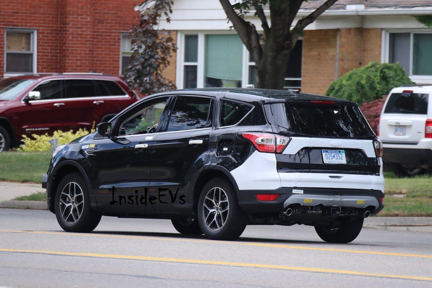 Ford-Escape-standard-spyshots-2-automedia.jpg