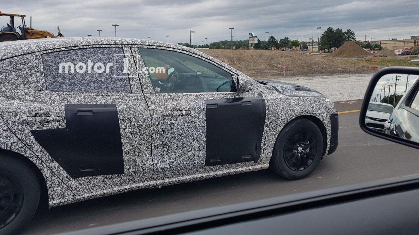 2019-ford-focus-five-door-spy-shots-4.jpg