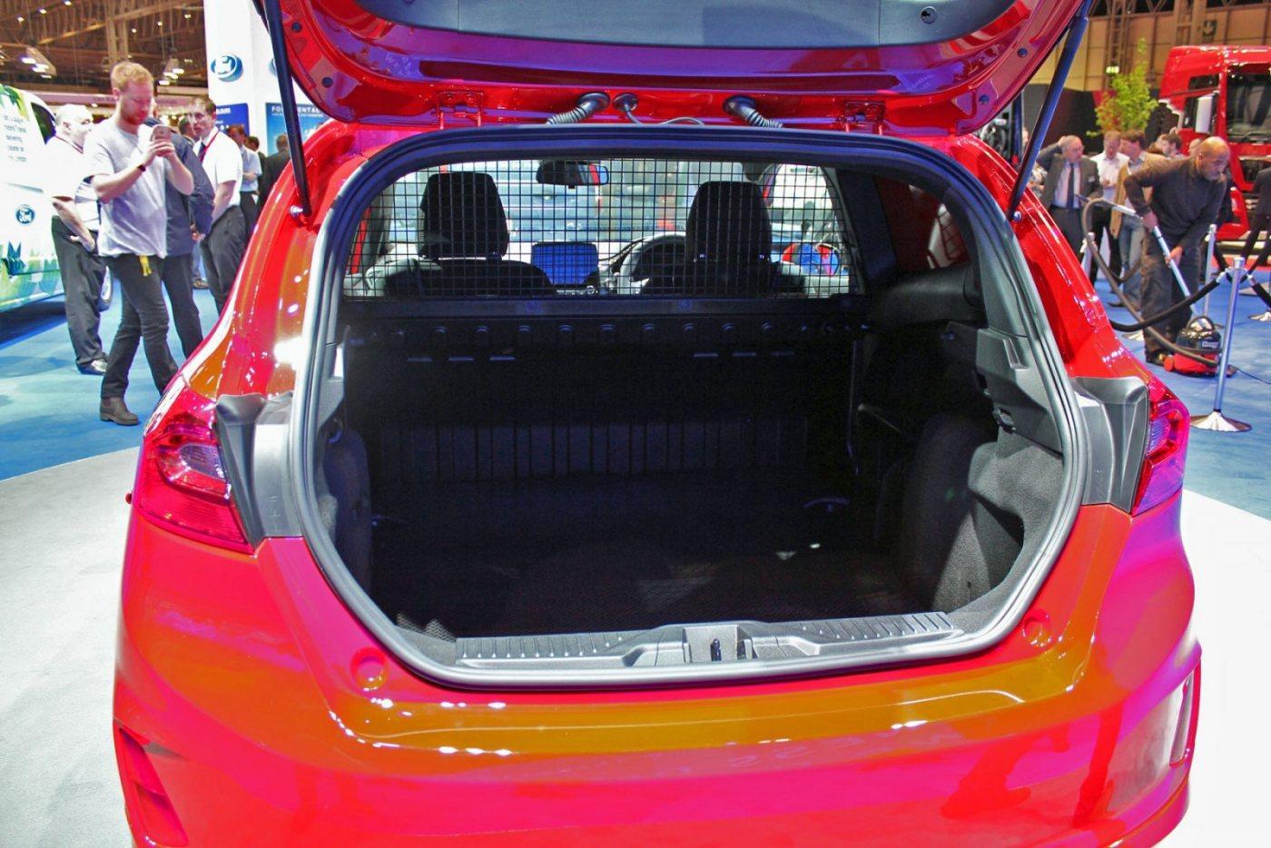 05-Ford-Fiesta-Van-2018.jpg