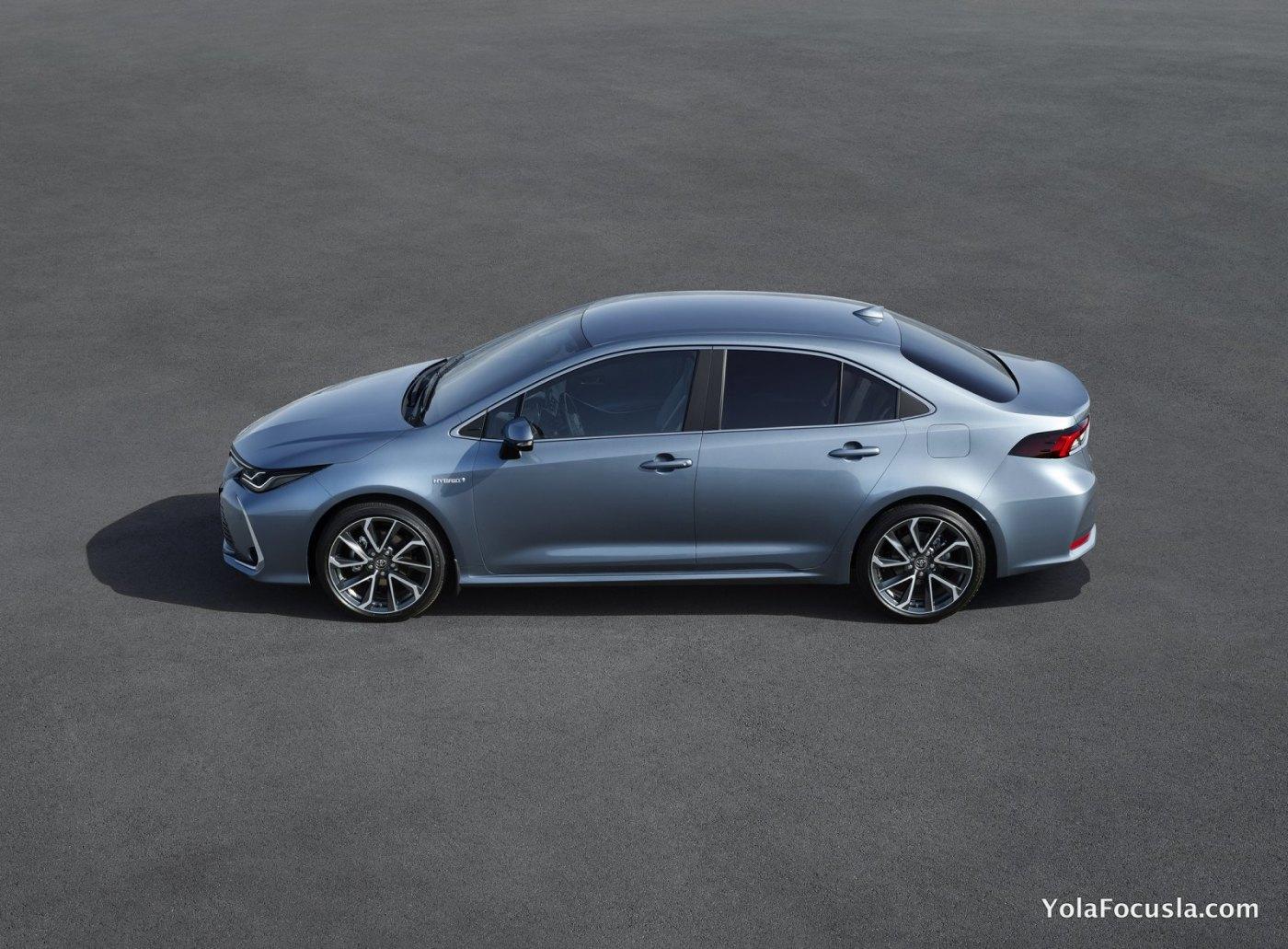 2019_Toyota_Corolla_11.jpg