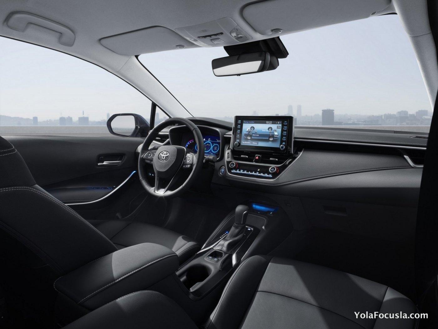 2019_Toyota_Corolla_12.jpg