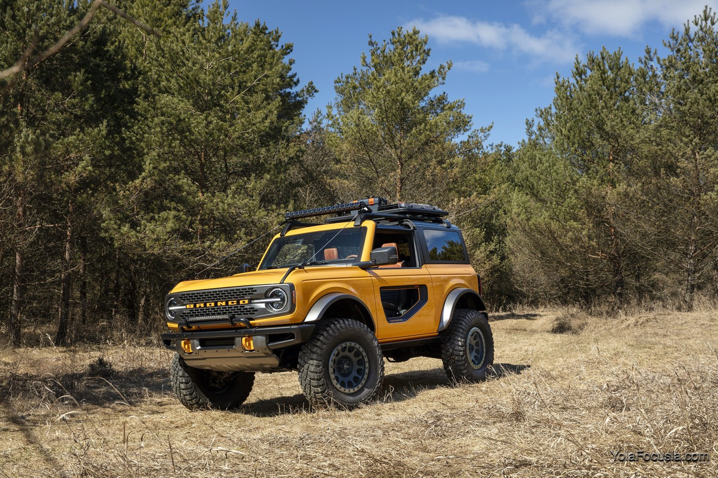 Bronco_2dr_features_01.jpg