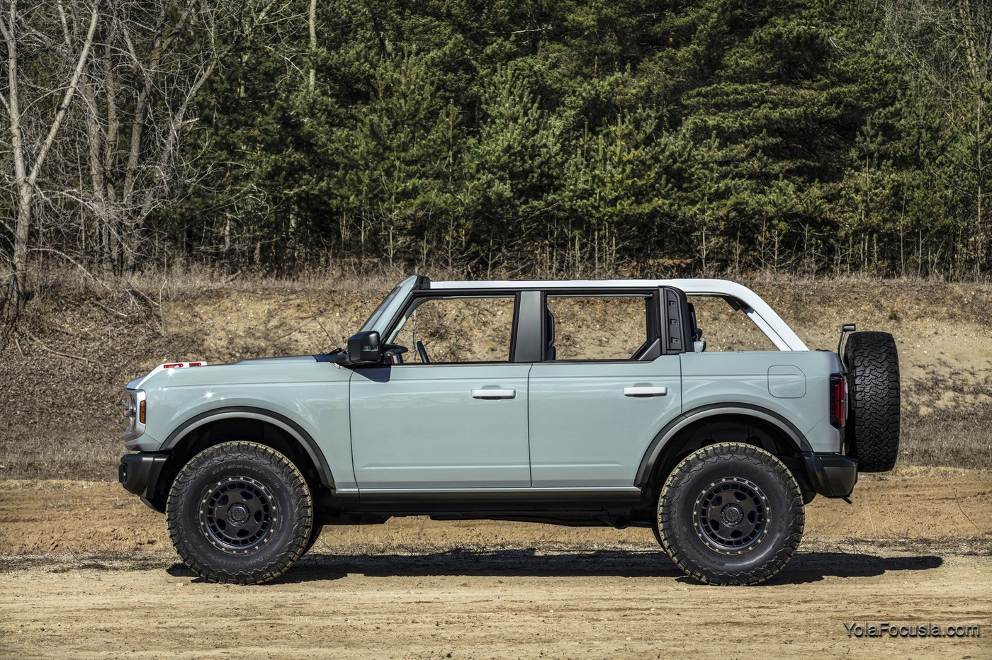 Bronco_4dr_features_02.jpg